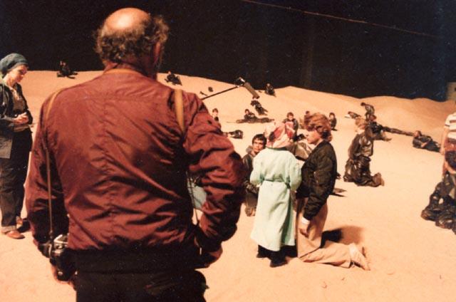 David Lynch directing Alicia Witt on the backlot at Estudios Churubusco in 1983