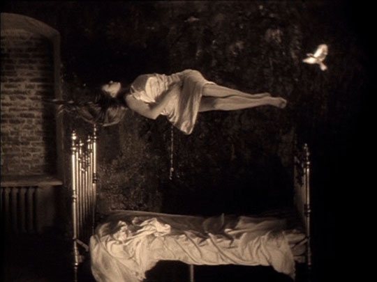 A recurring dream of weightlessness: Mirror