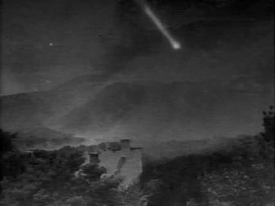 In Le fin du monde (1930), a comet approaches ...