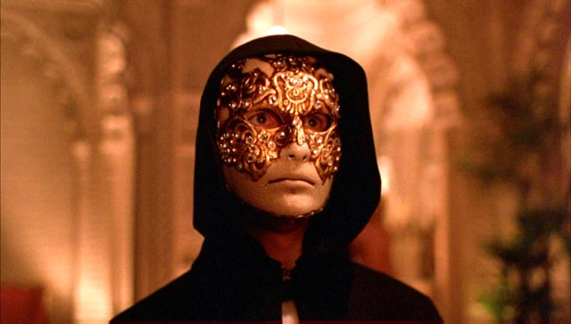 Sexual masks in Stanley Kubrick's Eyes Wide Shut