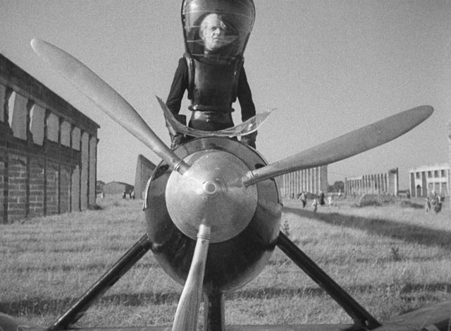 John Cabal (Raymond Massey) descends from the sky to deliver his ultimatum in Things to Come (1936)