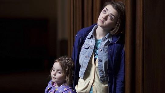 Cally (Pixie Davies) & Loren (Maisie Williams)
