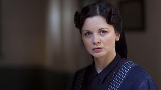 Magda Cribben (Sarah Smart)