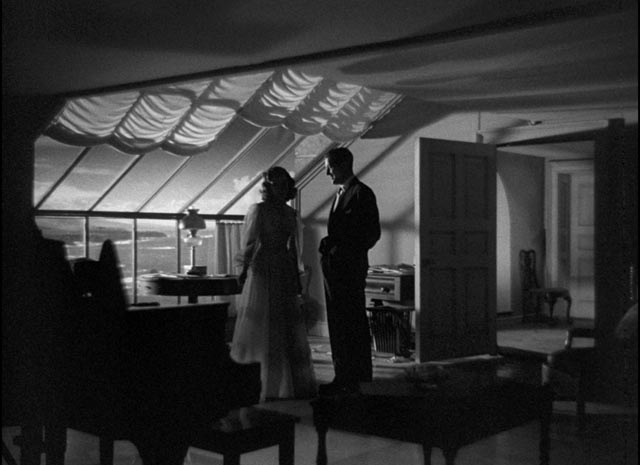Haunted romance: Gail Russell and Ray Milland in The Uninvited (1944)