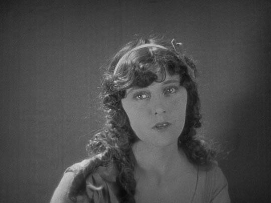 Peggy (Jobyna Ralston)
