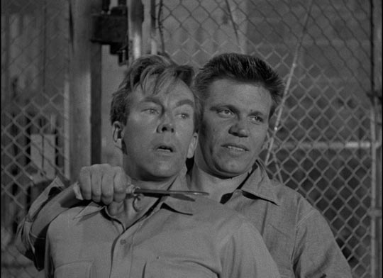 Dunn (Neville Brand) and guard Snader (Whit Bissell)