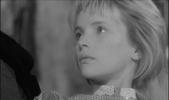 Light (Edith Scob) ... and Dark (Francine Berge)