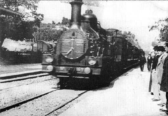 The train arrives at La Ciotat ... and (below) messing with the gardener