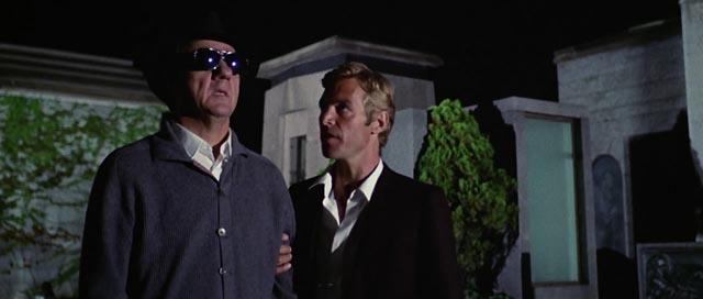 Karl Malden and James Franciscus investigating murder in Argento's Cat O'Nine Tails (1971)