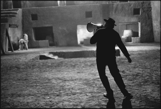 Fellini on the set of Satyricon: photo by Mary Ellen Mark