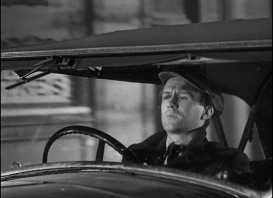 Cyril Cusack as the cowardly driver, Pat