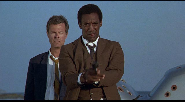 Boggs (Robert Culp) and Hickey (Bill Cosby) reach the violent end of a weary road
