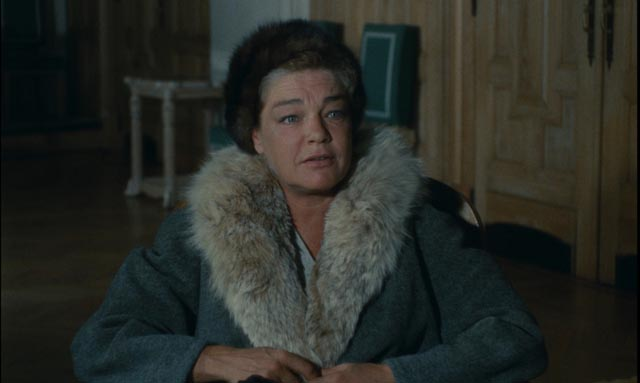 Simone Signoret as Lise London, still believing that the Party doesn't make mistakes
