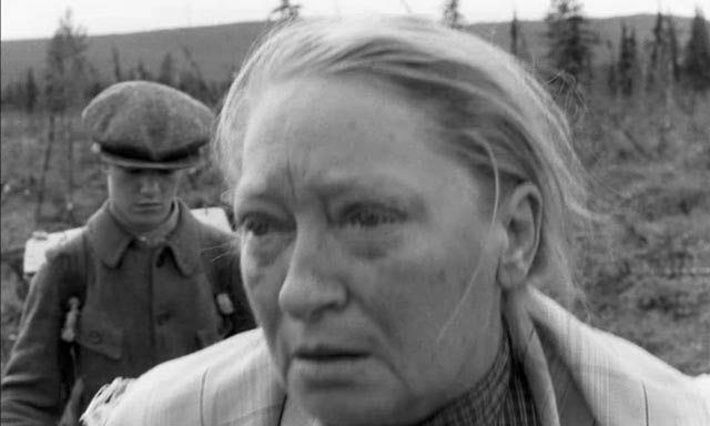 Olof's stepmother (Gudrun Brost), reluctant to let the boy go
