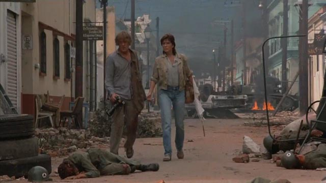Nick Nolte and Joanna Cassidy as American journalists covering the Nicaraguan revolution in Under Fire (1980)