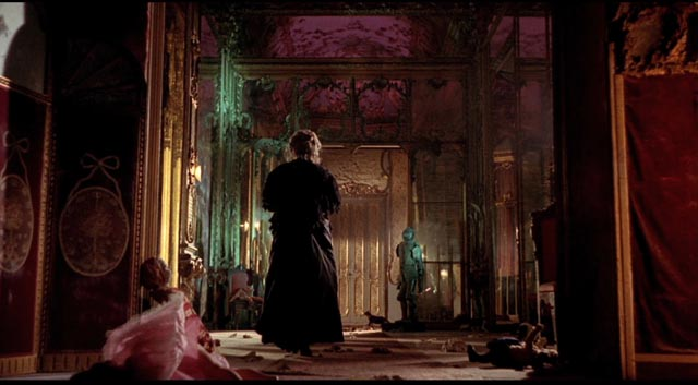 "Bava's striking use of colour and composition in ""The Drop of Water"" : Black Sabbath (1963)"