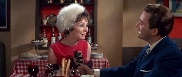 Paula Prentiss with Peter Sellers in The World of Henry Orient