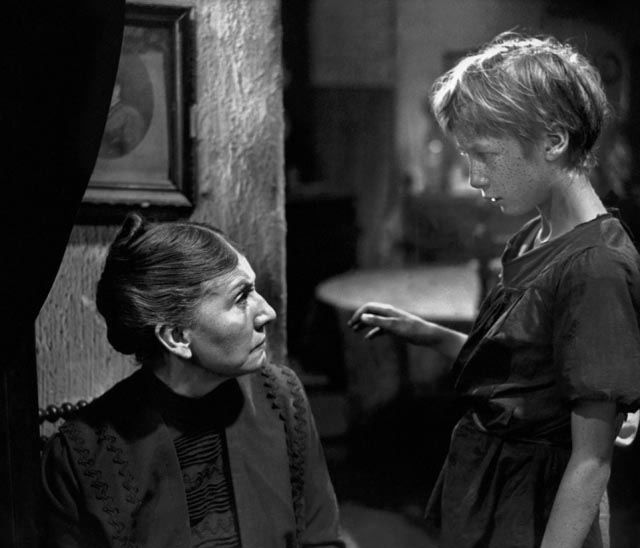Robert Lynen as Francois with Catherine Fonteney as his mother in Julien Duvivier's Poil de Carotte (1933)