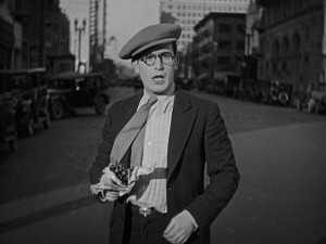 Harold Lloyd playing comedy on real city streets in Speedy (1928)