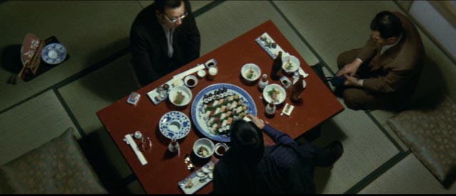 Formal behaviour viewed from a skewed angle in part 5 of Kinji Fukasaku's Battles Without Honor and Humanity: Final Episode