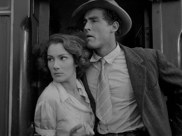 Doris Dowling and Vittorio Gassman, evading the police at the start of Giuseppe De Santis' Bitter Rice (1949)