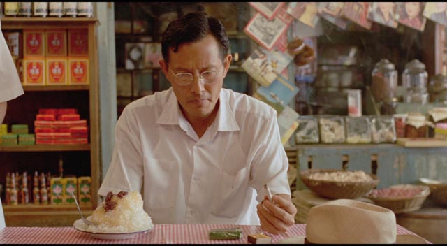 Si'r's father (Chang Kuo-chu) weighed down by circumstances in Edward Yang's A Brighter Summer Day (1991)