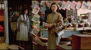 Si'r's mother (Elaine Jin) sees her life disintegrating in Edward Yang's A Brighter Summer Day (1991)