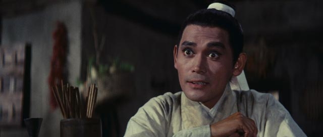 Shih Jun as a swordsman with a sense of humour in King Hu's Dragon Gate Inn (1967), very different from his quiet scholar in King Hu's A Touch of Zen (1971/75)
