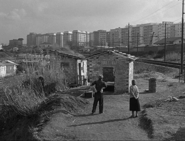 Natale (Giorgio Listuzzi) and Luisa (Gabriella Pallotta) survey their modest new home in Vittorio De Sica's Il Tetto (1956)