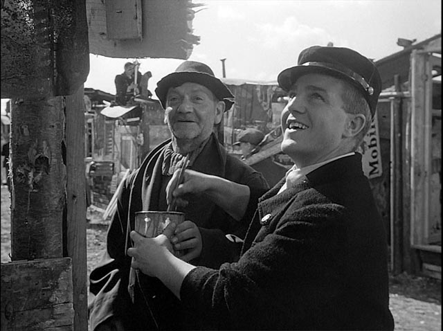 The ever-cheerful Toto (Francesco Golisano) in Vittorio De Sica's Miracle In Milan (1951)