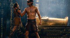 Bek (Brenton Thwaites) annoys blind god Horus (Nikolaj Coster-Waldau) in Alex Proyas' Gods of Egypt (2016)