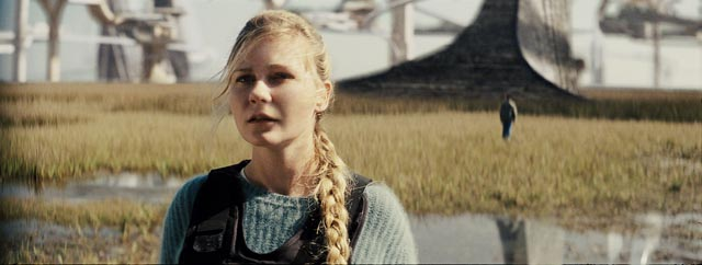 Kirsten Dunst witnesses the intersection of two worlds at the climax of Jeff Nichols' Midnight Special (2016)