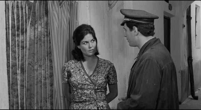 Jose Luis (Nino Manfredi) meets Carmen (Emma Penella) in Luis Garcia Berlanga's The Executioner (1963)