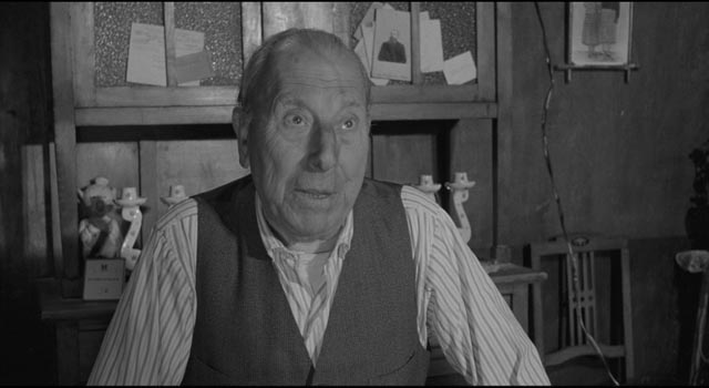 Jose Isbert as Carmen's father Amadeo, the charming old executioner in Luis Garcia Berlanga's The Executioner (1963)