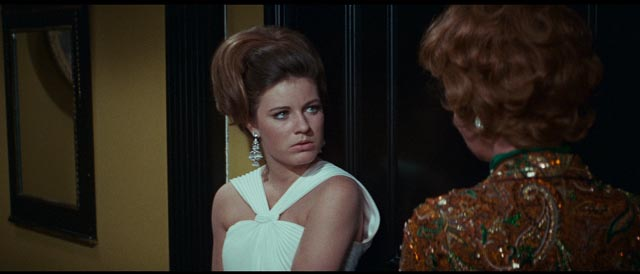 Neely O'Hara (Patty Duke), ferociously ambitious and self-destructive in Mark Robson's Valley of the Dolls (1967)
