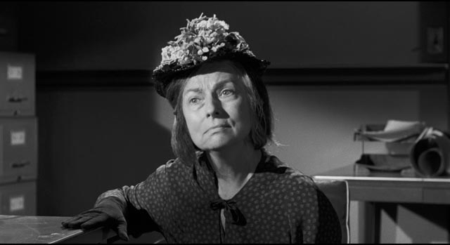Agnes Moorehead as Velma, Charlotte's acerbic housekeeper and companion in Robert Aldrich's Hush ... Hush, Sweet Charlotte (1964)