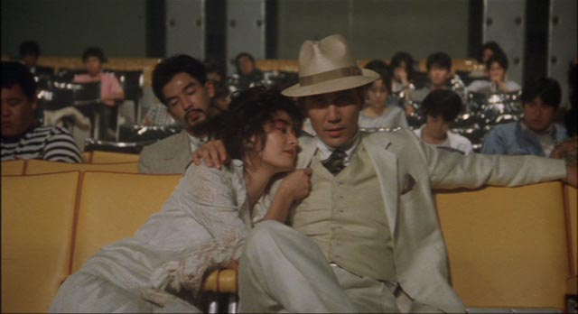 The man in white (Kôji Yakusho) provides a lesson in movie-going etiquette in Juzo Itami's Tampopo (a985)