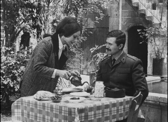 The teacher Ayse (Pervin Par) serves Lieutenant Zeki (Atilla Ergün) tea in Lütfi Akad's Law of the Border (1966)