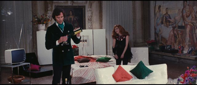 Lord Alan Cunningham (Anthony Steffen) lures women to his cool pad in Emilio P. Miraglia's The Night Evelyn Came Out of the Grave (1971)