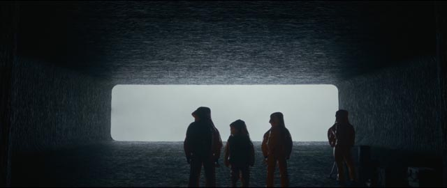 Entering the alien spaceship in Denis Villeneuve's Arrival (2016)