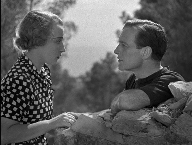Fanny (Orane Demazis) and Marius (Pierre Fresnay) reconciled in Marcel Pagnol's César (1936)