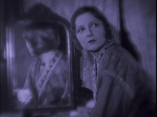 Lya De Putti as femme fatale Katie Fox in Arthur Robison's The Informer (1929)