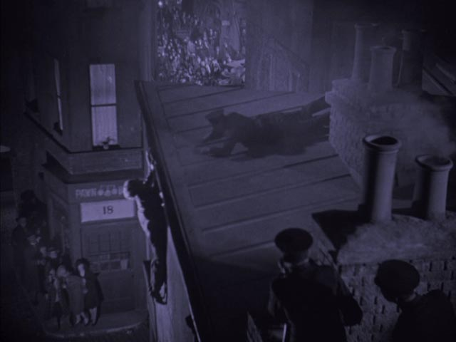 The rooftop shootout in Arthur Robison's The Informer (1929)