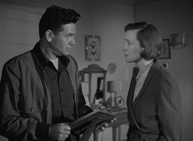 Harry's marriage to Lucy (Phyllis Thaxter) is under stress in Michael Curtiz's The Breaking Point (1950)