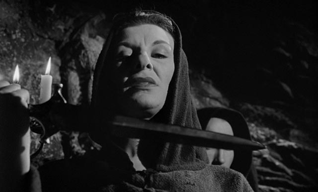 Patricia Jessel as sinister innkeeper and cult member Mrs. Newless in John Llewellyn Moxey's The City of the Dead (1960)