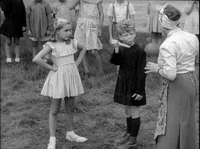 The village children re-enact the murder as a game in Sacha Guitry's La poison (1951)