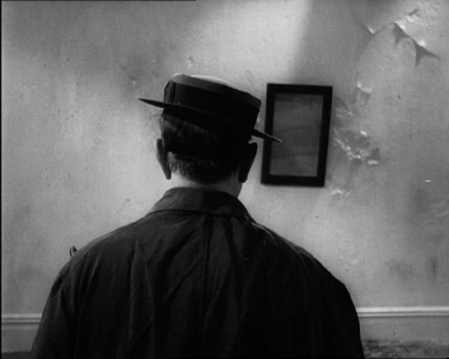 Buster Keaton's tries desperately not to be seen in Samuel Beckett's Film (1965)