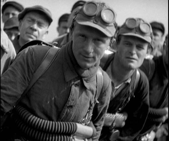 German miners race to aid their former enemies, trapped French miners in G.W. Pabst's Kameradschaft (1931)
