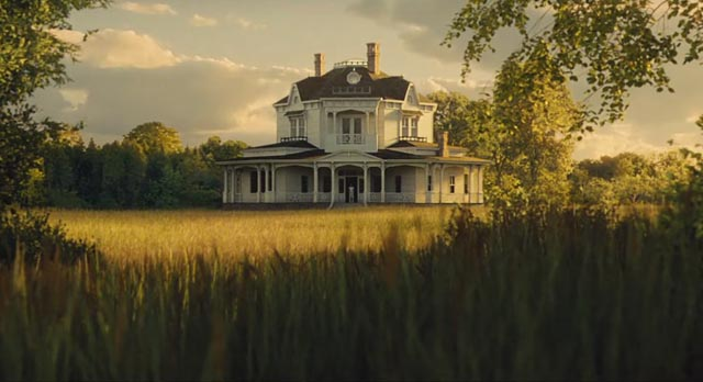 The idyllic house where god and nature live in disharmony in Darren Aronofsky's mother! (2017)