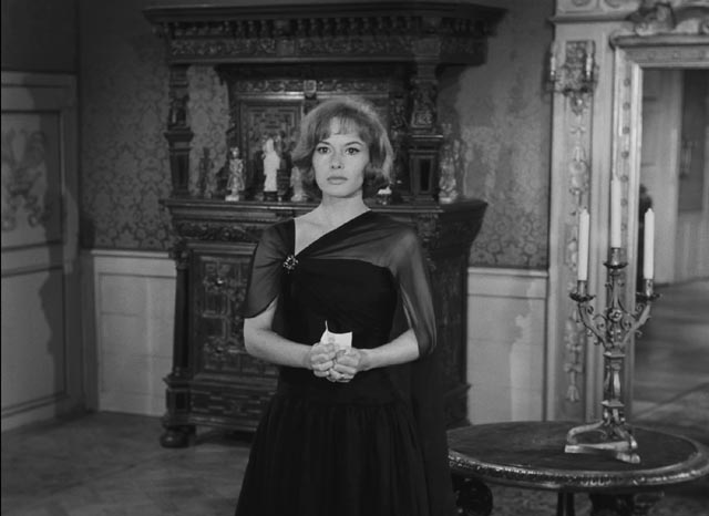 Jeanne (Pascale Audret), torn between her husband and her love for her cousin Andre in Georges Franju's Plein feux per l'assassin (1961)